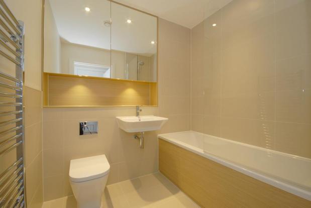 P1913 Bathroom.JPG