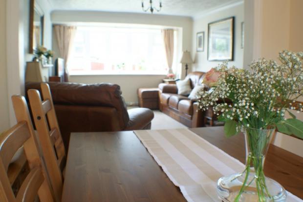 Dining Room & Lounge