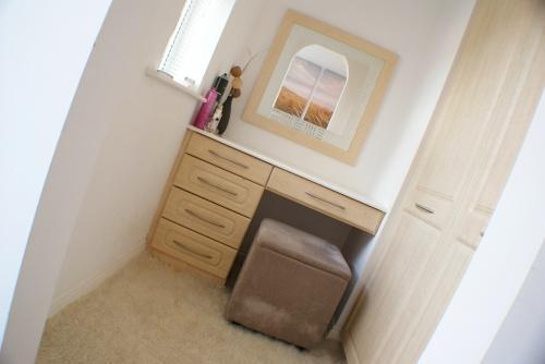 Master Bedroom: Dressing