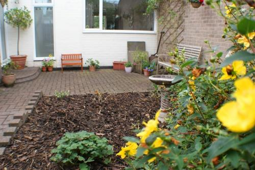 Private Front Patio Garden