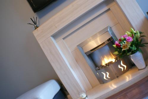 Lounge: Feature Fireplace