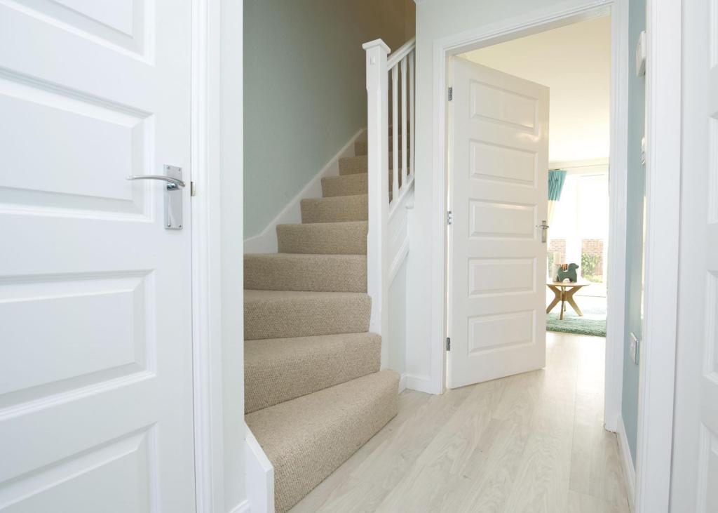 3 bedroom semi detached house for sale in highfield spring for Door 2 door rotherham
