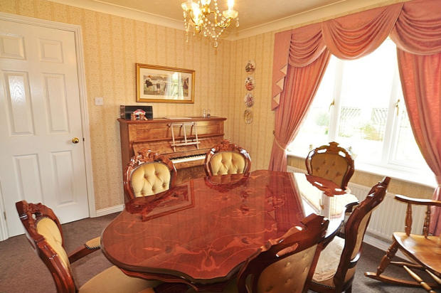 4 bedroom detached house for sale in cardwell court for Garden room braithwell