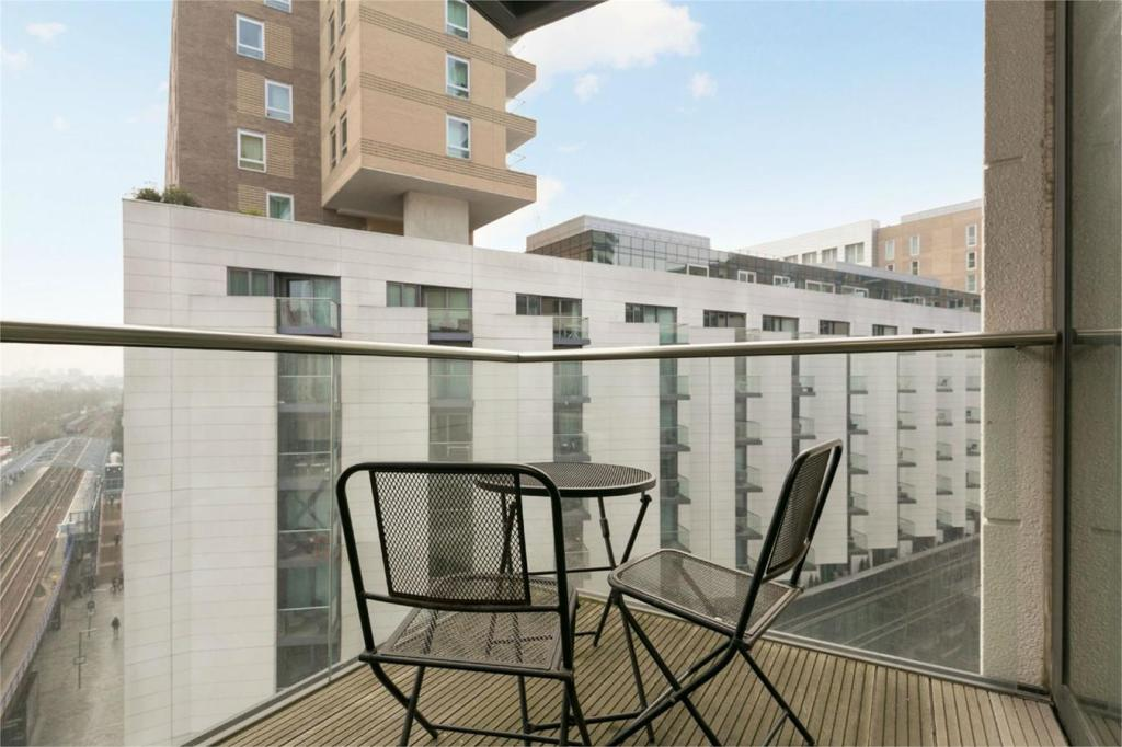 2 bedroom apartment to rent in baltimore wharf 2