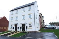 Town House to rent in Madison Close, Ackworth