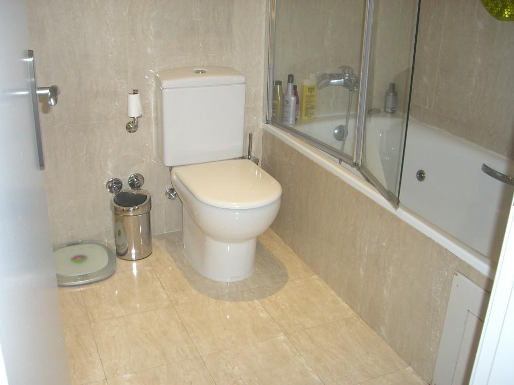 Ensuite bathroom design ideas photos inspiration for Ensuite toilet ideas