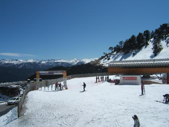 Skiing at Arinsal