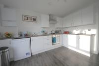 3 bedroom Apartment in Claremont Grove, London...
