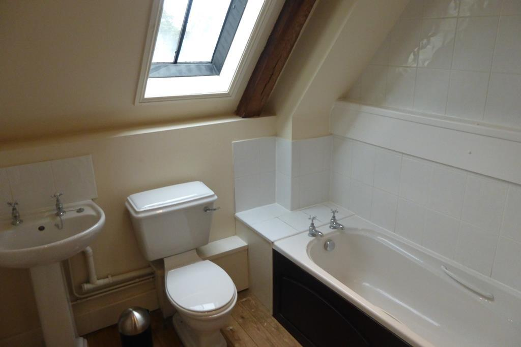 BLB - Bathroom.JPG