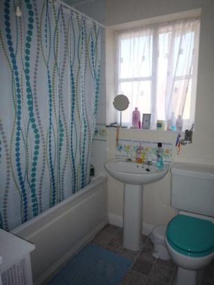 79 Meadenvale bathro