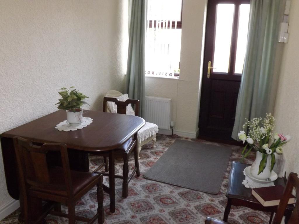 Hall / Dining Area