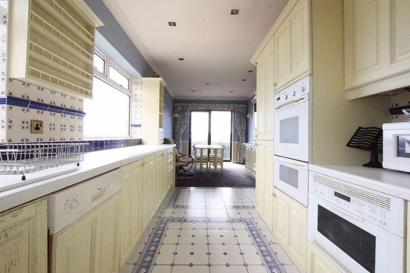 Kitchen / Fami...