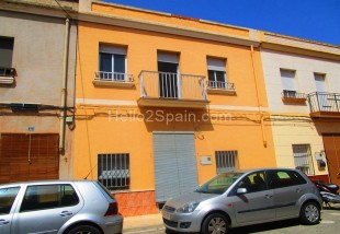 Town House for sale in Gandía, Valencia...