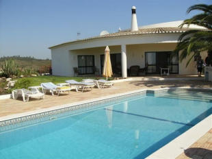 3 bed home for sale in Portimao, Algarve...