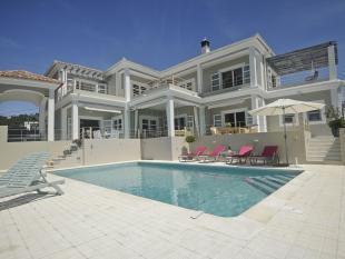 Villa for sale in S�o Clemente...