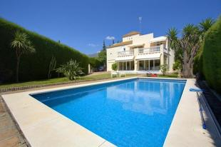 4 bedroom Detached Villa for sale in Andalusia, M�laga...