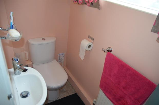 Guest's Cloakroom /