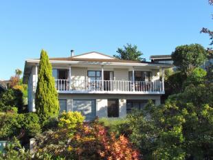 4 bedroom property in 19 Konini Street...
