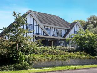 5 bed house in 22 Lindale Street...