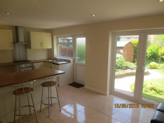 3 bedroom semi detached house to rent in robertson way for Kitchen ideas 3 bed semi