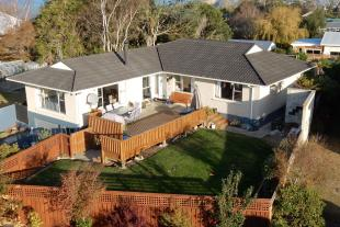 property for sale in 5 Oakleigh Crescent...