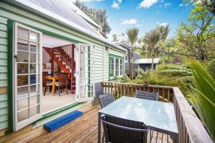 3 bed house in 16 Mahoe Road...