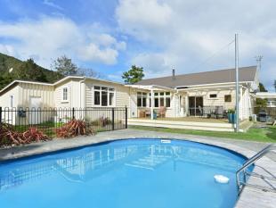 4 bedroom home in 5 Banff Street...