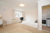 Flat to rent in Woodchurch Road London...