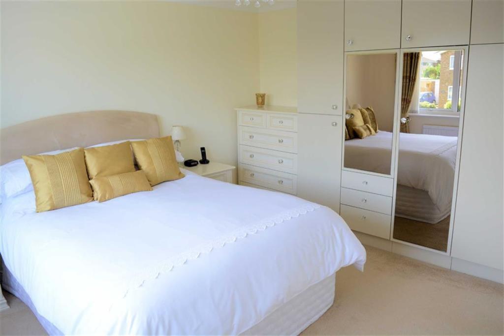 Master Bedroom (rear