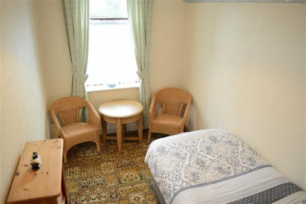 Bedroom 3 (Off bedro