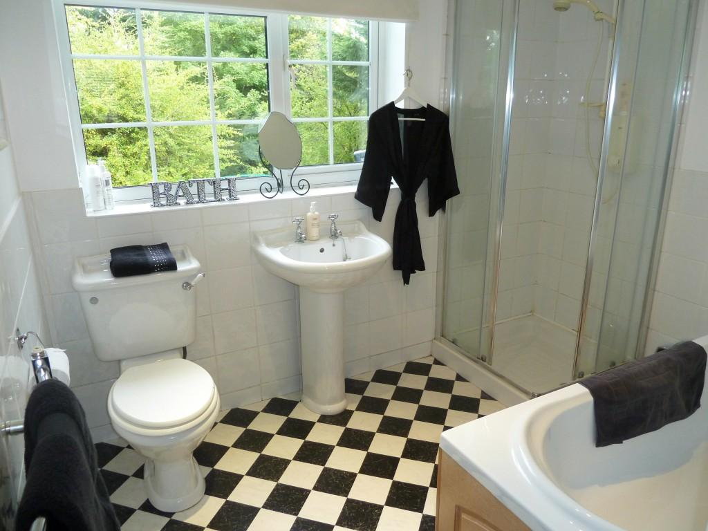 Black cream bathroom design ideas photos inspiration for Black and cream bathroom ideas