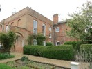 Flat to rent in Swallowfield Park...