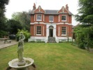 Detached property to rent in London Road, Twyford