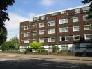 Ground Flat to rent in Woodford Road, London...