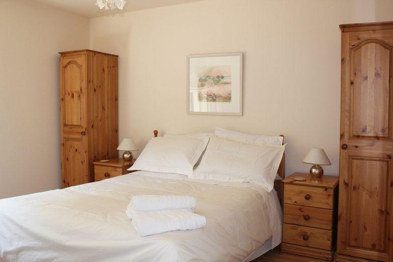 Lowenna Bed 1