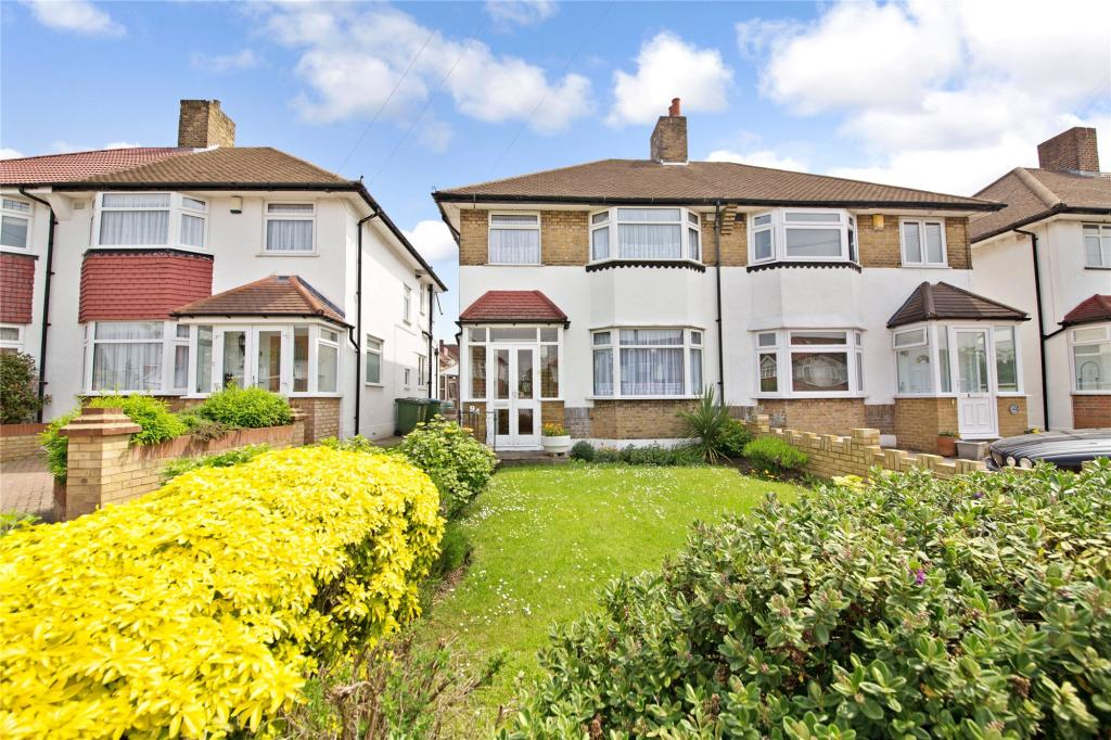 Front Elevation Of Houses In London : Bedroom semi detached house for sale in glenesk road