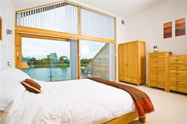 Main Bedroom: (5....