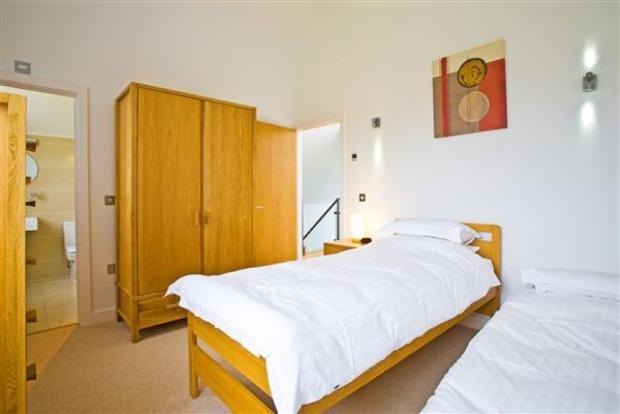 Bedroom 3: (3.3m ...