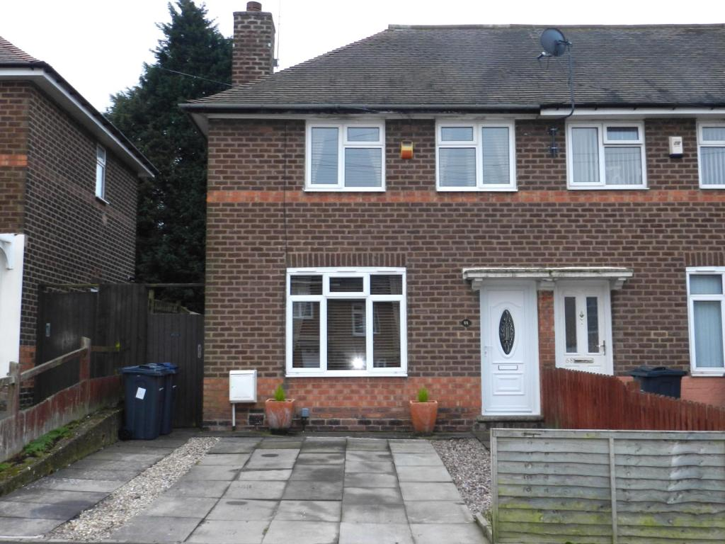 2 bedroom semi detached house for sale in webbcroft road for Classic kebab house stechford