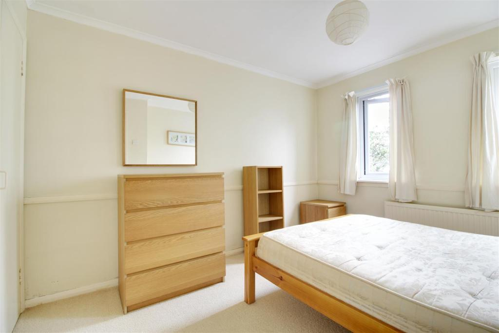 bed 12.jpg