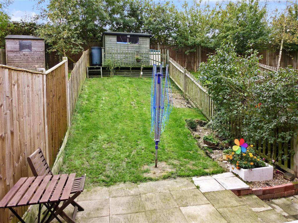 2 bedroom terraced house for sale in williams way for Terraced house garden ideas