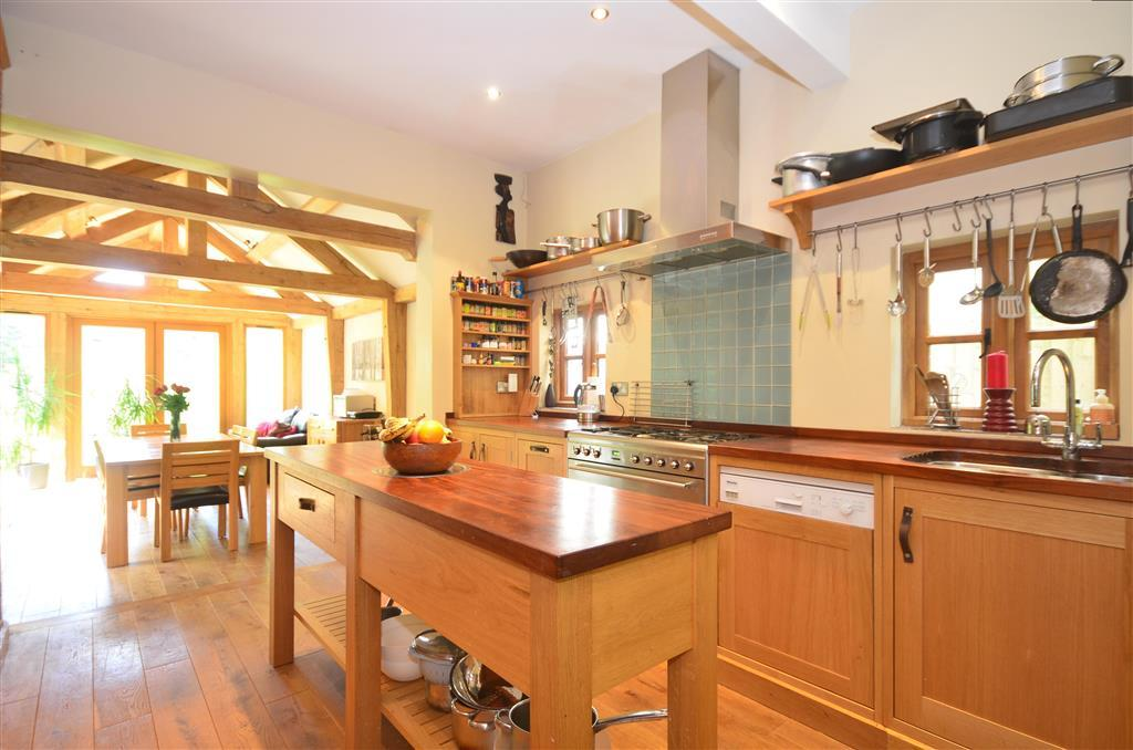 6 bedroom semi detached house for sale in whyteleafe road for Kitchen ideas 3 bed semi