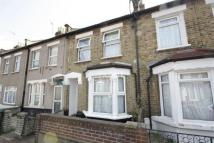 Flat to rent in Amberley Road, London...