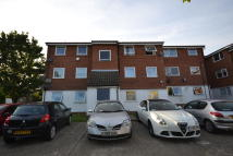 Apartment to rent in Loughton, IG10