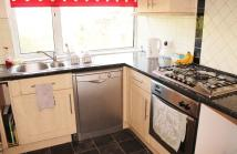 3 bedroom Flat in North Chingford, E4