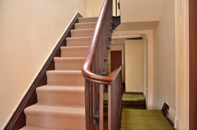 Stunning staircas...