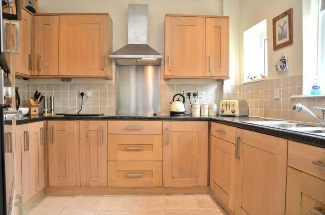 Kitchen with oak ...