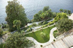 Lakefront gardens