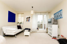 Studio apartment to rent in Merchant Street, Bow...