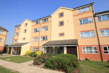 Flat to rent in Chertsey Road, Feltham...